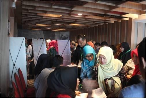 Pendaftar membludak di hari H.  Rencana hanya 100 orang peserta, akhirnya dibuka hingga mencapai 200 orang