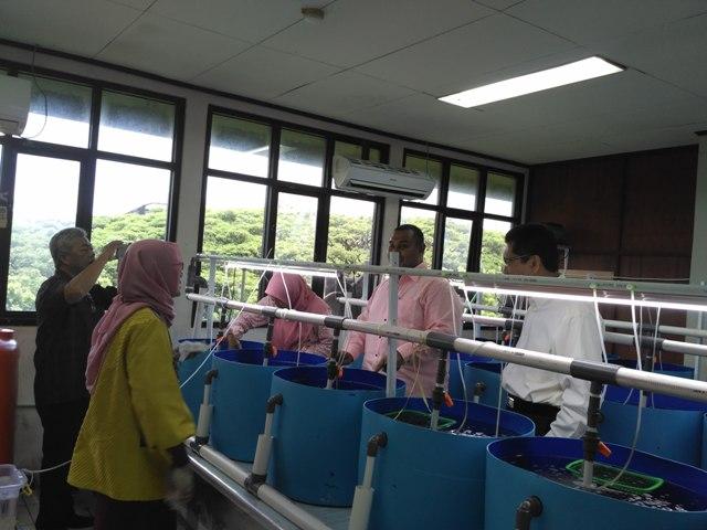 Kunjungan ke laboratorium PUI-P2RL-UNHAS bersama
